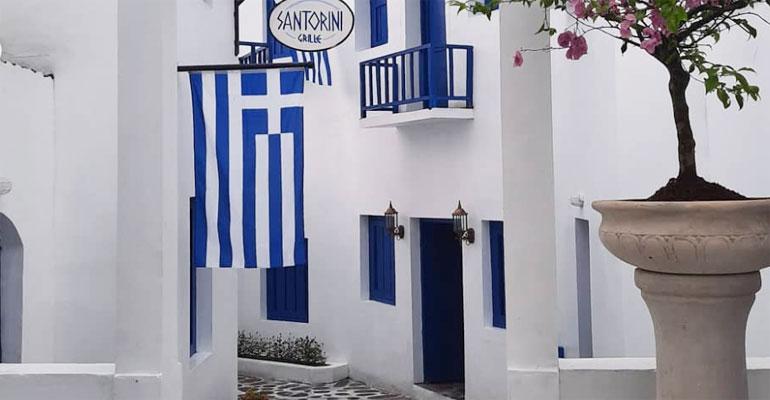 Spot Wisata Instagramable ala Santorini Yunani dan Alpen hadir di ...